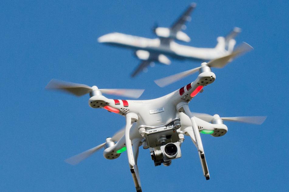 Immer wieder kommen Drohnen Passagierflugzeugen gefährlich nah.
