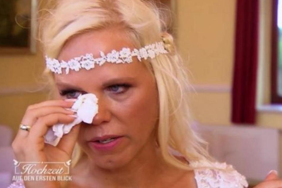 Tamara (45) kommen schon beim Ja-Wort die Tränen, jedoch nicht vor Freude.
