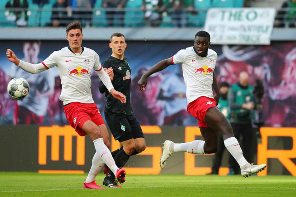 Patrik Schick (l.) war mit einem Tor und einer Vorlage Matchwinner gegen Bremen. Auf Dayot Upamecano (r.) muss RB wegen einer Gelbsperre am Mittwoch in Tottenham verzichten.