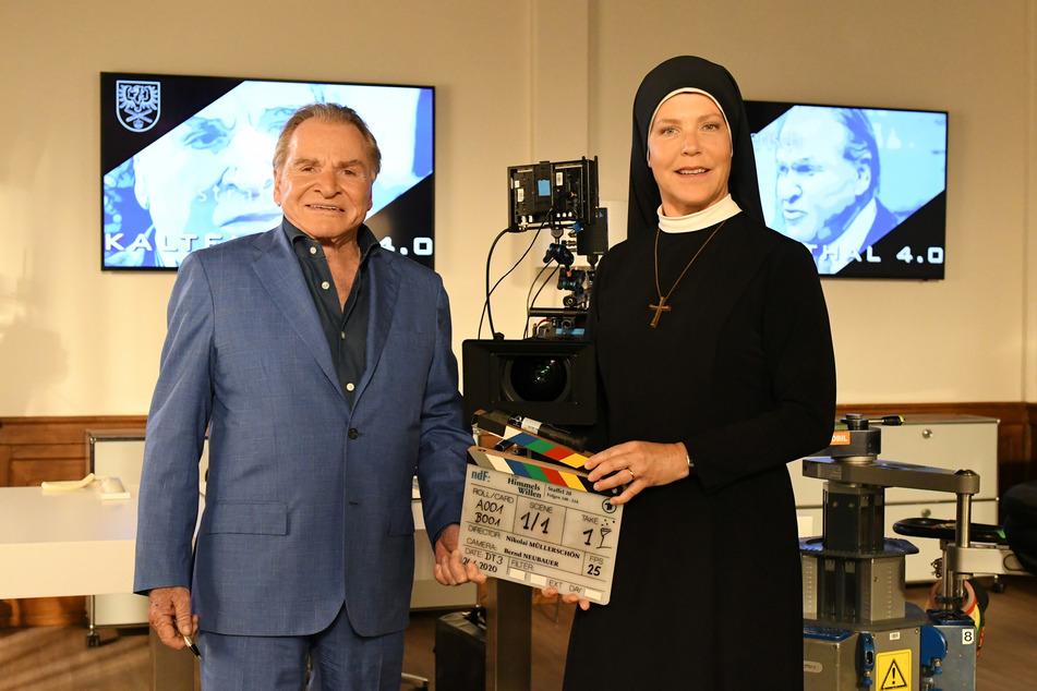 """Kloster Kaltenthal feiert Jubiläum - """"Um Himmels Willen"""". Eine der erfolgreichsten Serien im Ersten geht in die 20. Staffel. Fritz Wepper (l.) und Janina Hartwig (r.) in 13 neuen Folgen."""
