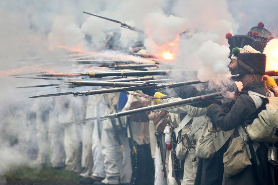 2000-Hobbysoldaten-treffen-sich-zur-gro-en-V-lkerschlacht