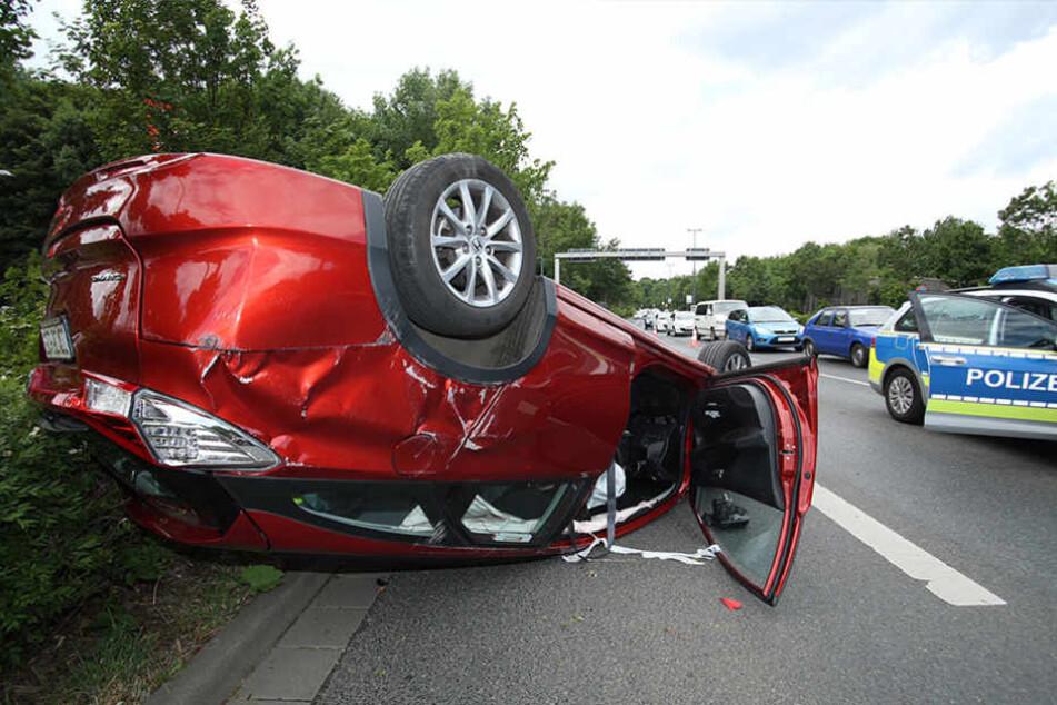 Auf der Dohnaer Straße überschlug sich am Freitagnachmittag ein Hondafahrer mit seinem Wagen.
