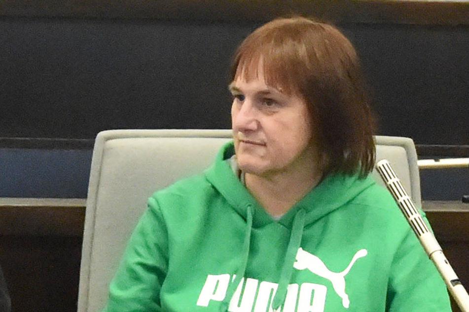 Angelika W. (47) geht im Gefängnis gegenüber ihren Mithäftlingen lieber auf Distanz.
