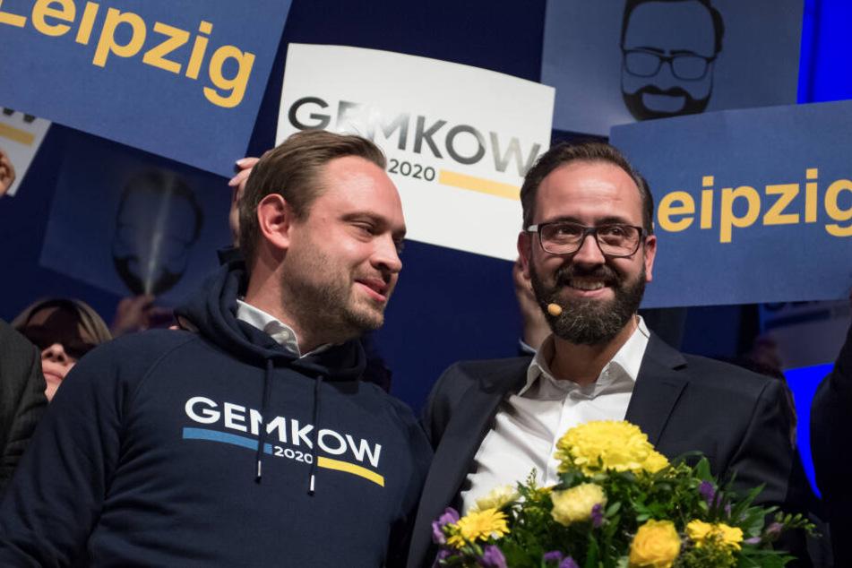 CDU-Generalsekretär Alexander Dierks (l.) gratulierte Sebastian Gemkow auf dem Parteitag der CDU Leipzig zur Nominierung als Oberbürgermeister-Kandidat.