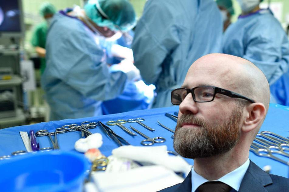 CDU-Politiker Peter Tauber (43) hat nur knapp dank einer Not-OP überlebt.