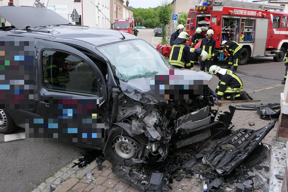 Der Fahrer des Transporters wurde vorsorglich ins Krankenhaus gebracht.