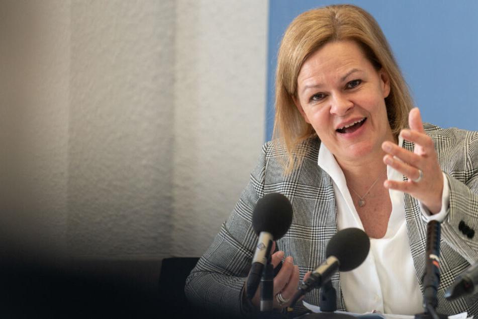 Nancy Faeser spricht am 06.05.2019 bei einer Pressekonferenz im Landtag.