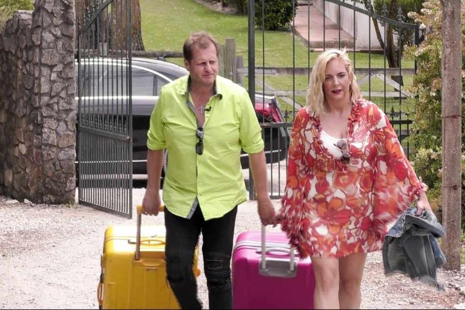 """Farbenfroh betraten Jens und Daniela Büchner letzte Woche Montag das """"Sommerhaus der Stars"""". Ihr Alltag in der Portugal-Villa ist mittlerweile von Streitereien geprägt."""