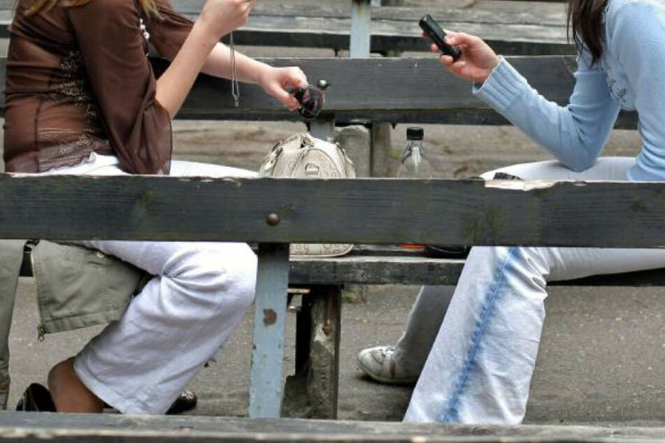 Die beiden Mädchen erkannten einen der drei Jugendlichen wieder und gingen zur Schulleiterin. (Archivbild)