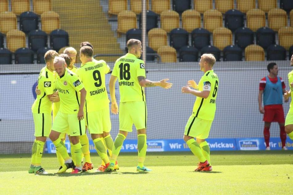 Wiesbaden jubelt über ein Tor - Aufsteiger Zwickau zahlt Lehrgeld.