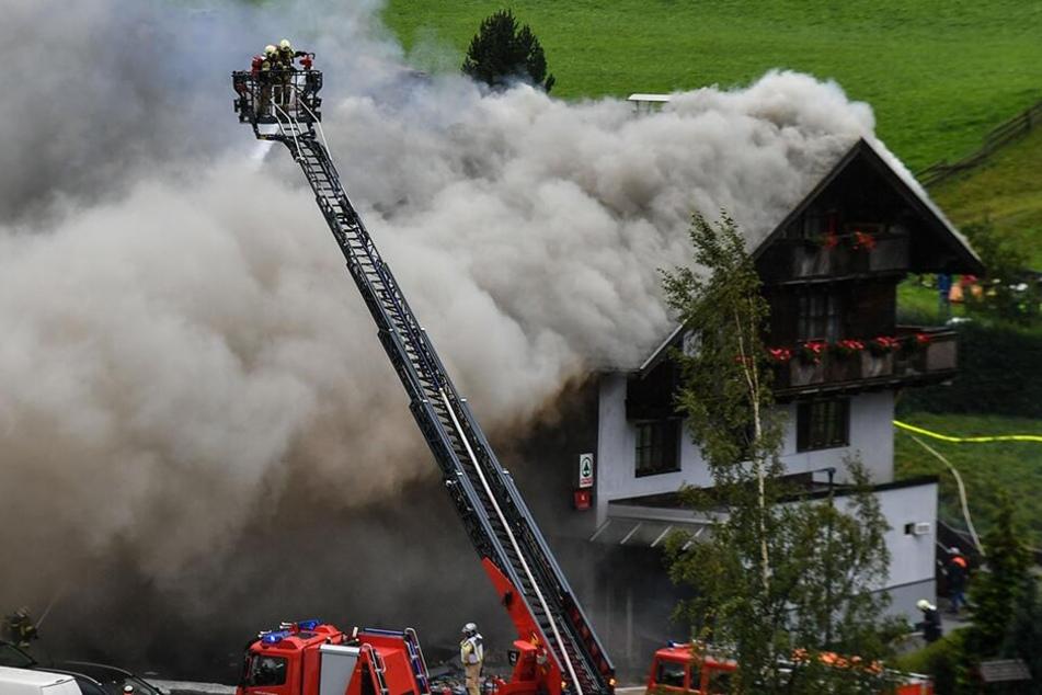 Explosion in Geschäft: Mindestens neun Verletzte, ein Mensch verschüttet