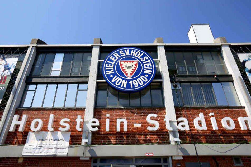 Fans wollen im Holstein-Stadion Fischbrötchen kaufen können. (Archivbild)