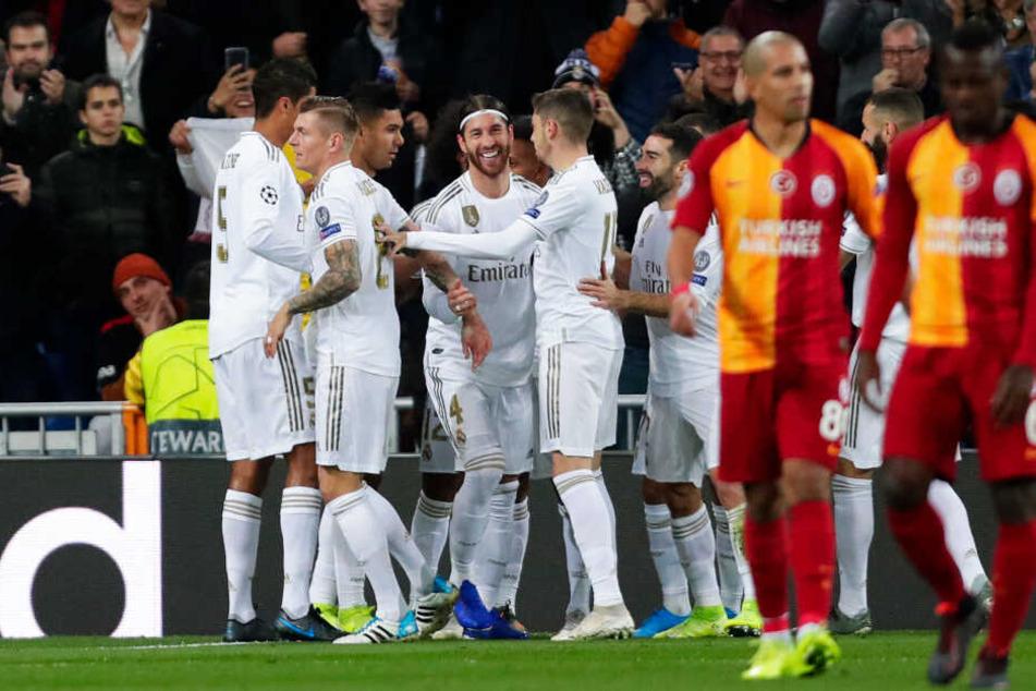 Real Madrid reichte eine starke erste Halbzeit für einen klaren 6:0-Erfolg gegen ein überfordertes Galatasaray Istanbul.