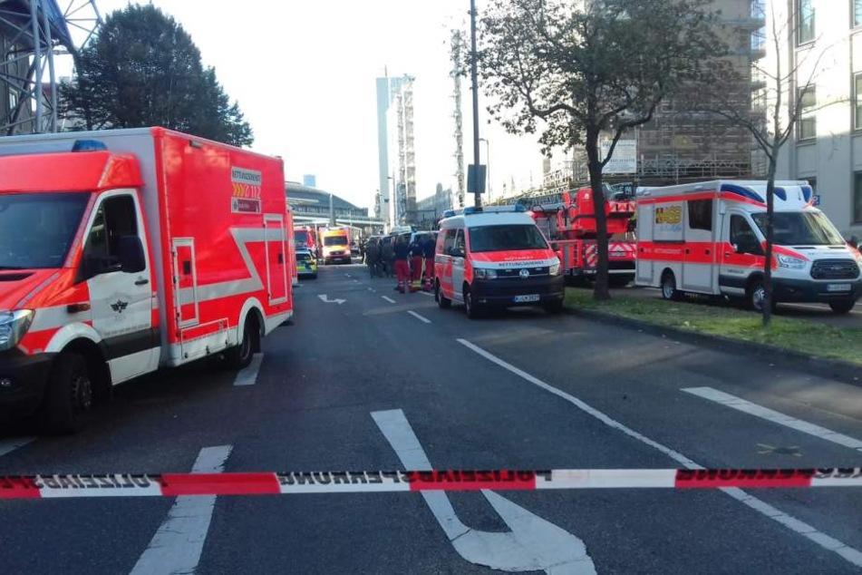 Einsatzkräfte waren rund um den Breslauer Platz mit starken Kräften am Tatort.