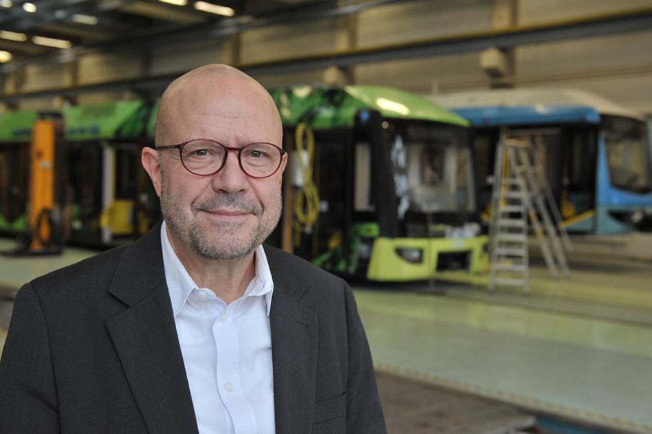 CVAG-Sprecher Stefan Tschök (60) sagt, Gleise und Weichen am Heym-Platz seien  sicher. Bald rollen dort sechsmal so viele Trams.