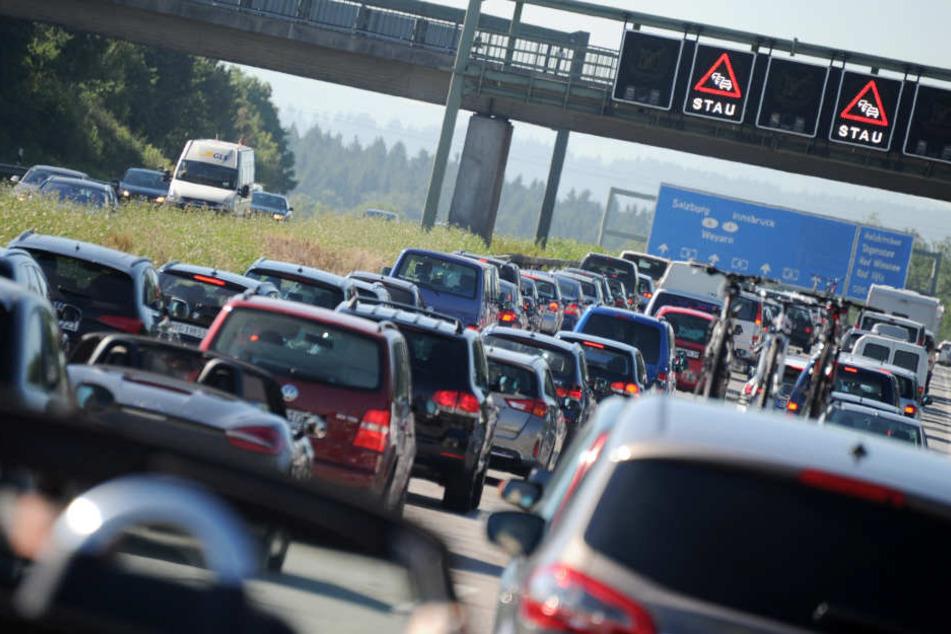Unfall und Motoröl sorgen auf A44 für Vollsperrung