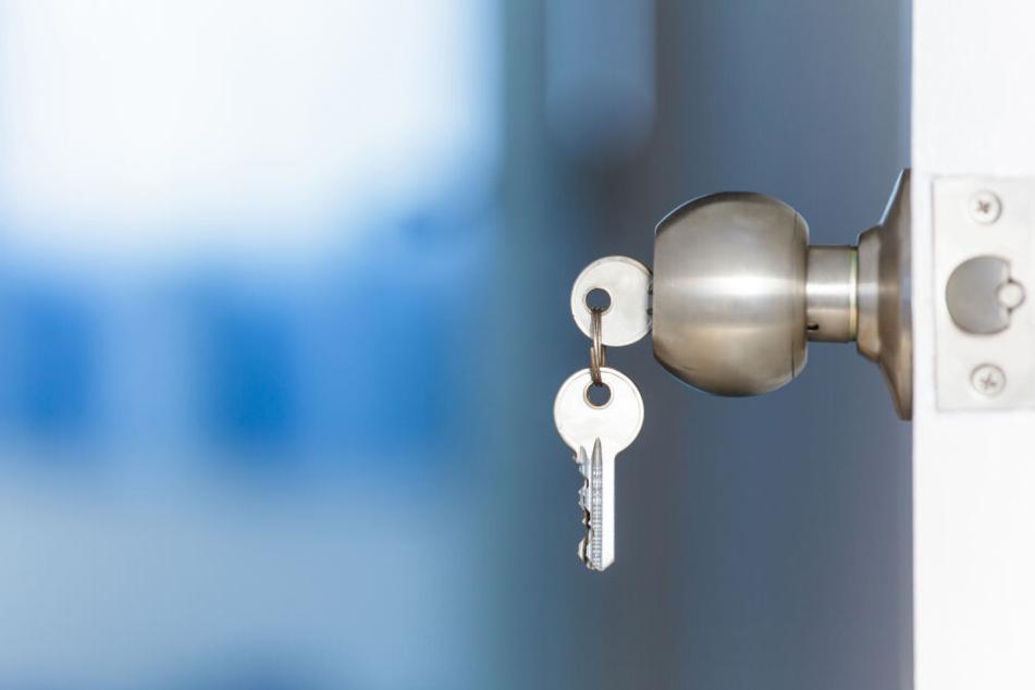 Dumm gelaufen: Die Hausbewohner hatten den Schlüssel außen an der Haustür stecken gelassen (Symbolbild).