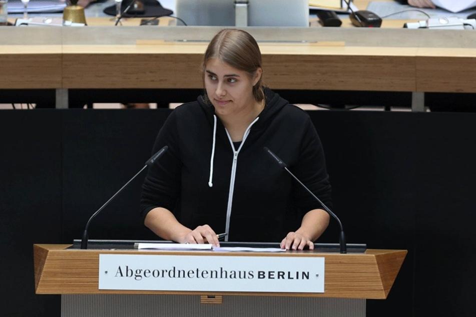 Die Grüne June Tomiak (19) ist die jüngste Abgeordnete im Berliner Abgeordnetenhaus. Sie forderte einen entspannteren Porno-Umgang.