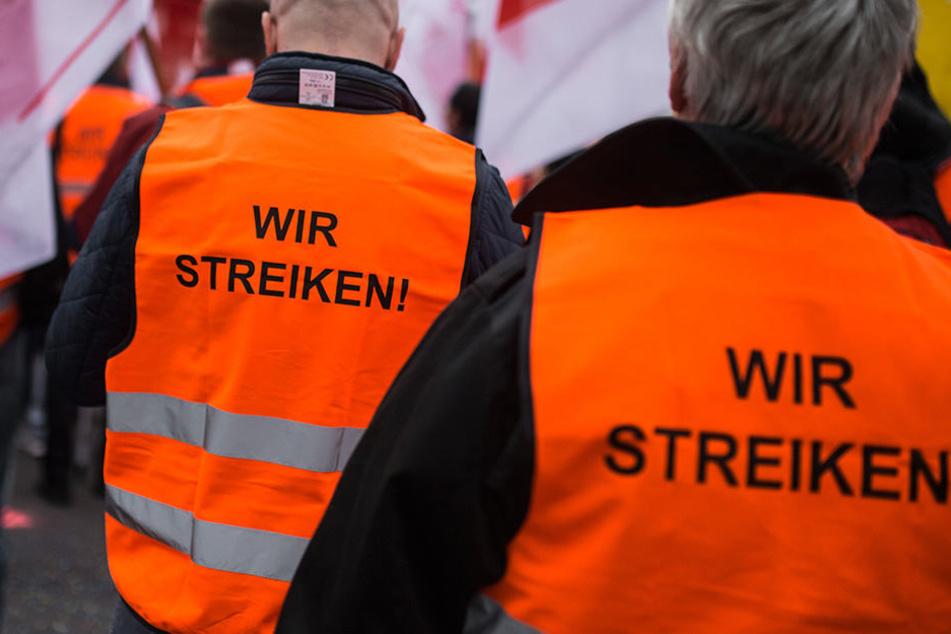 Auszubildende sollen 100 Euro mehr Vergütung bekommen.