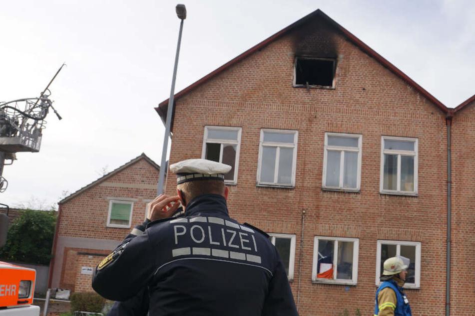 Die Polizei geht vor Ort ihrer Arbeit nach.