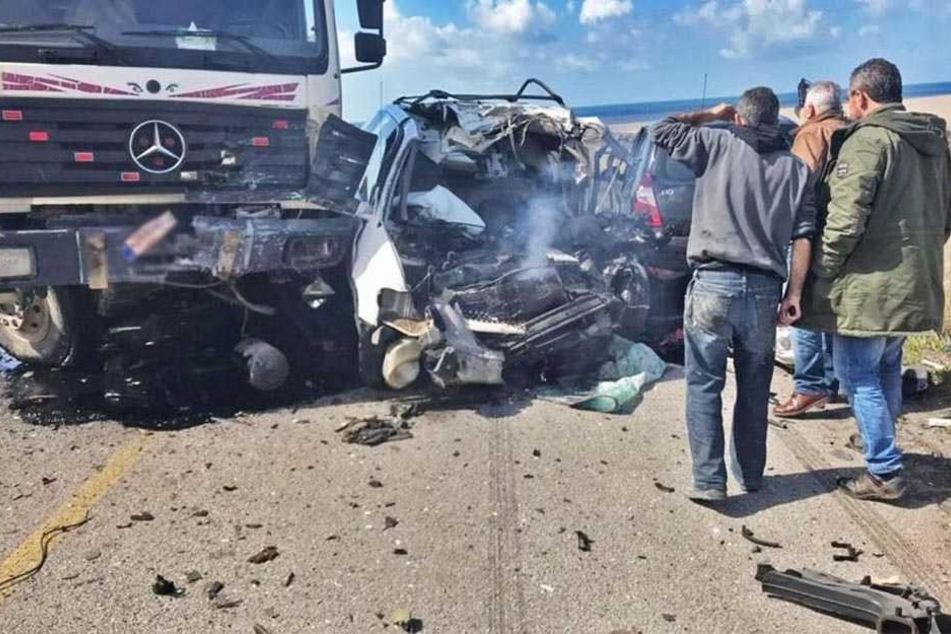 Der Unfall ereignete sich auf einer Wüstenstraße in der Provinz Suhadsch, in der Nähe von Luxor.