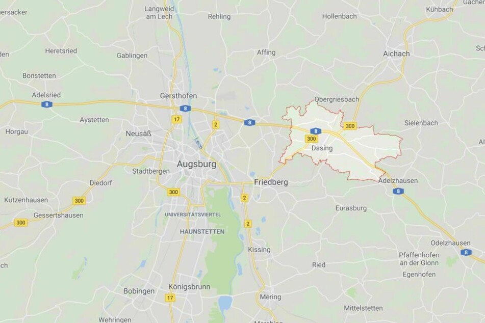 Auf der Autobahn 8 bei Dasing im Landkreis Aichach-Friedberg ist es zu einem Unfall gekommen.