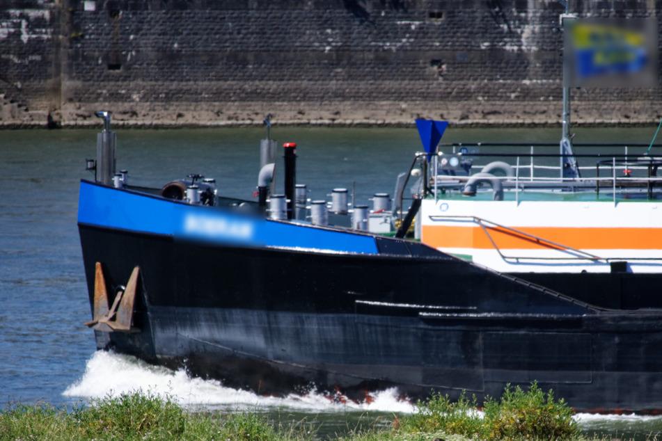 Schiffsführer kidnappt Polizisten, weil der ihn nicht weiterfahren lassen will