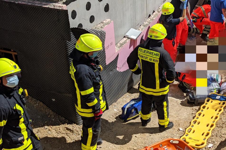 Bauarbeiter stürzt neun Meter Tief in Baugrube und wird schwer verletzt