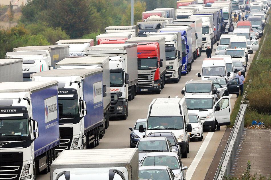 Der ADAC erwartet wieder mehr Staus auf Sachsen-Anhalts Straßen: Besonders auf der A2 könnte es länger dauern. (Archivbild)