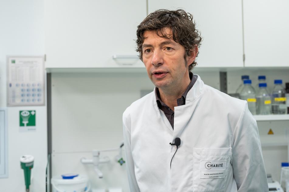 Virologe Christian Drosten meint, dass es Hinweise darauf gibt, dass die Patienten in ihrem Allgemeinzustand lange brauchen, um sich zu erholen.