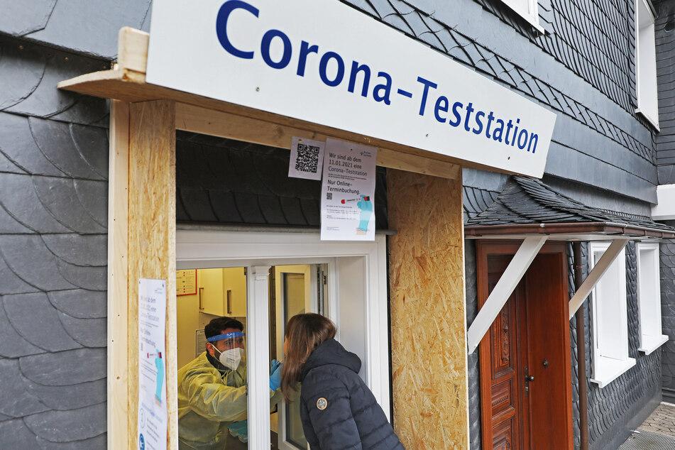 In Nordrhein-Westfalen gilt nur noch Bielefeld als Corona-Hotspot mit über 200 Neuinfektionen pro 100.000 Einwohner in sieben Tagen. (Symbolbild)