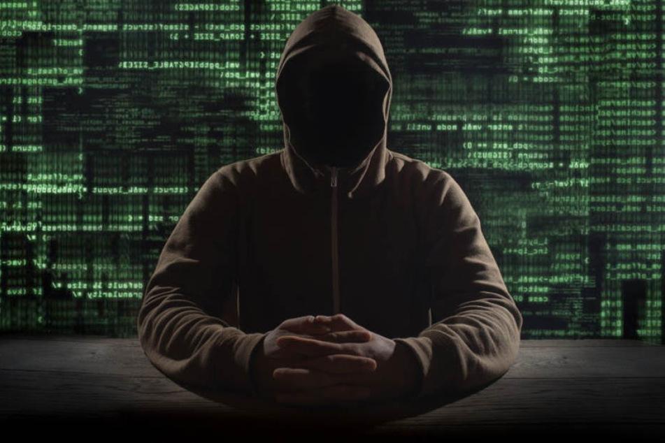 Die Polizei hat in Chemnitz vier mutmaßliche Internet-Betrüger festgenommen. (Symbolbild)