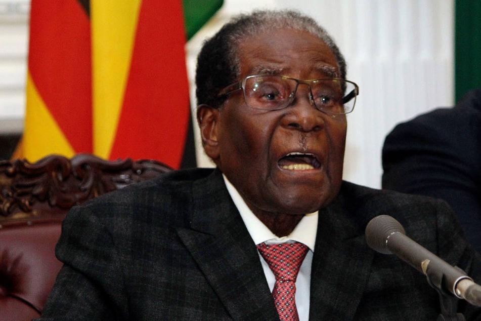 Nach fast vier Jahrzehnten Diktatur: Simbabwes Präsident erklärt Rücktritt