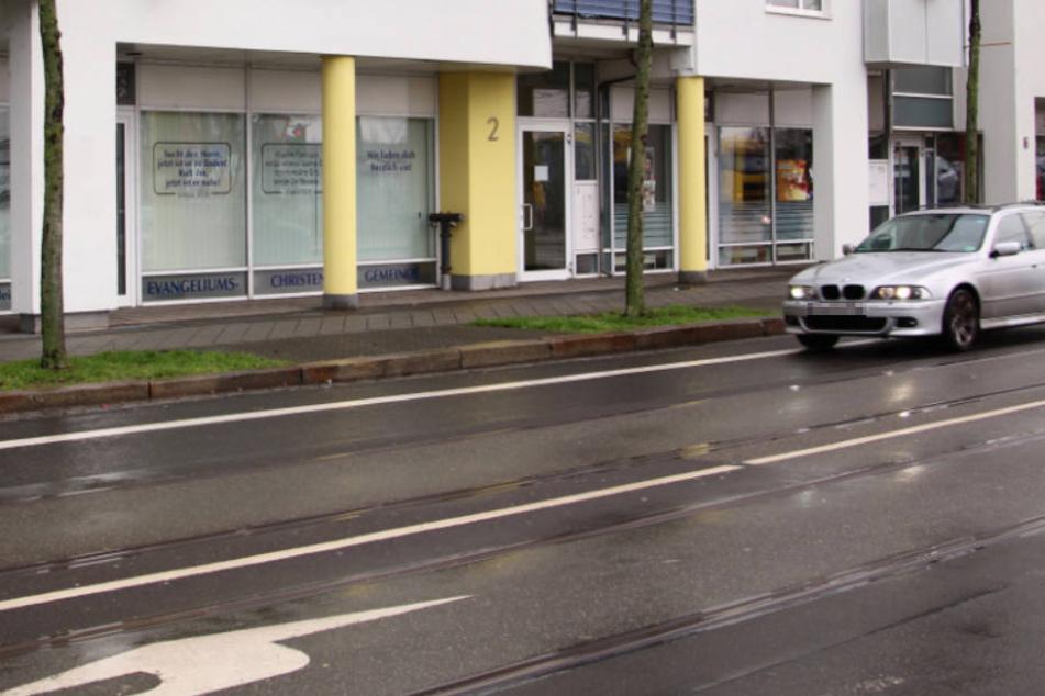 Hier, vor dem Gemeindezentrum der Evangeliums-Christen, geschah der tragische Unfall.