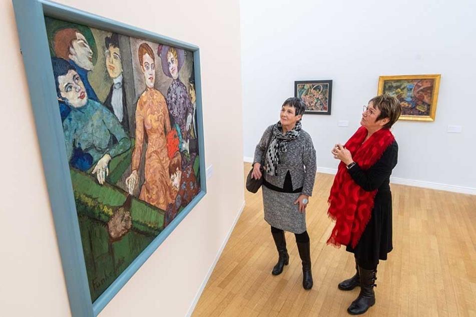 Die Dresdnerinnen Martina Reinicke (l.) und Christiane Fuchs gestern in den Chemnitzer Kunstsammlungen. Der Stadtrat entscheidet heute, ob Museen einmal im Monat freien Eintritt gewähren.