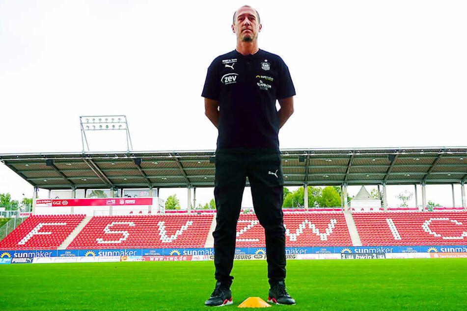 FSV-Coach Joe Enochs ist auf der Suche nach der Startelf für das Meppen-Spiel.