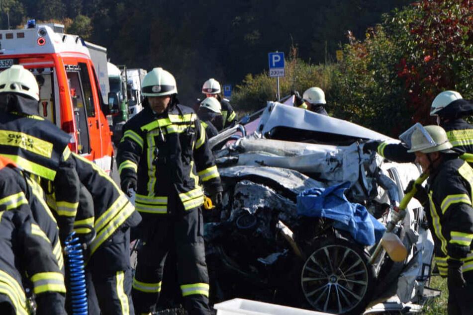 Der BMW-Fahrer ist wohl aus bisher unbekannten Gründen auf die Gegenfahrbahn geraten.