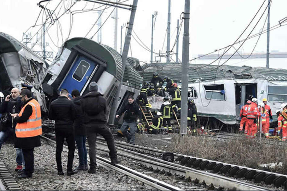 Mindestens drei Tote und 110 Verletzte bei schwerem Bahnunglück