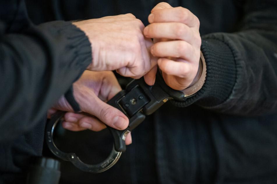 Am Ende klickten bei einem 24-Jährigen die Handschellen.