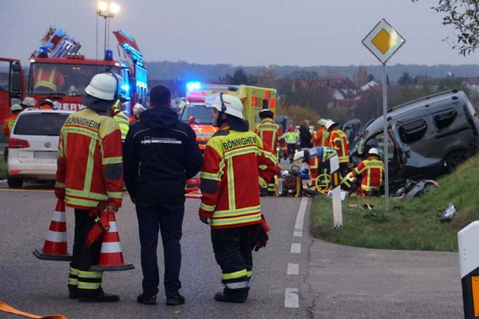 Frontal-Crash mit drei Schwerverletzten: Rettungshubschrauber im Einsatz