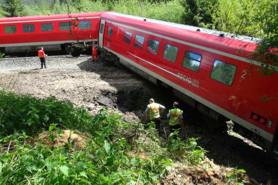 Der Zug wurde nach der Bergung in eine Werkstatt gebracht.