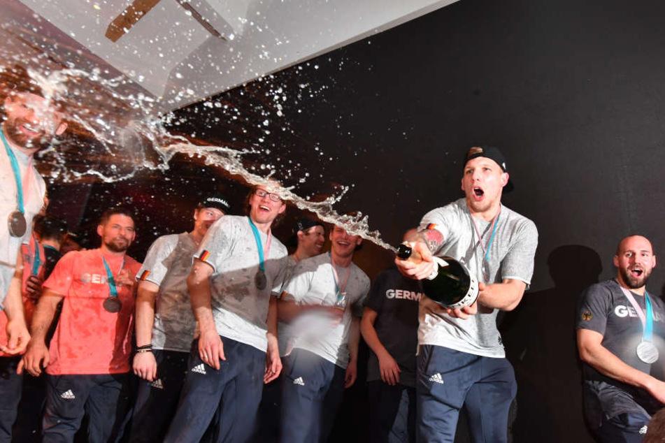 Eishockey-Helden zerstören bei wilder Feier die Technik