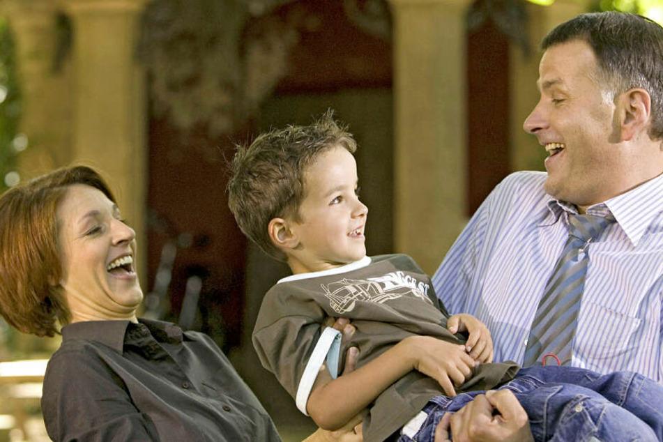 Im Alter von fünf Jahren war Anthony Petrifke erstmals als Jonas Heilmann an der Seite seiner Serienoma Pia Heilmann (Hendrikje Fitz, †54) und Dr. Roland Heilmann (Thomas Rühmann) zu sehen.