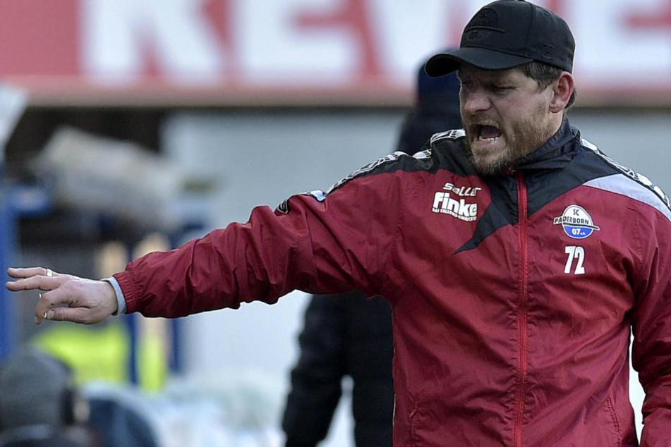 SCP-Trainer Steffen Baumgart muss im März mit seinem Team sieben Spiele bestreiten.