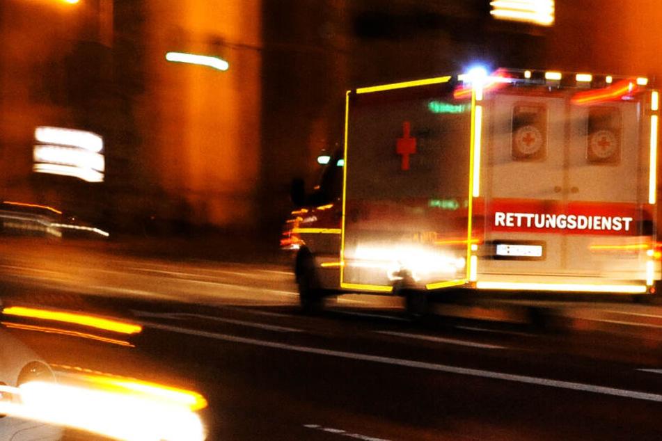 Schwer verletzt kam der Zusteller ins Krankenhaus. Dort starb er. (Symbolbild)