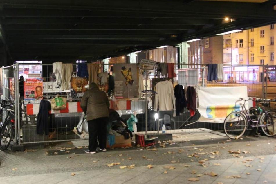 Statt Obdachlosen und Bedürftigen hatten sich meist Plünderer über die Spenden hergemacht.