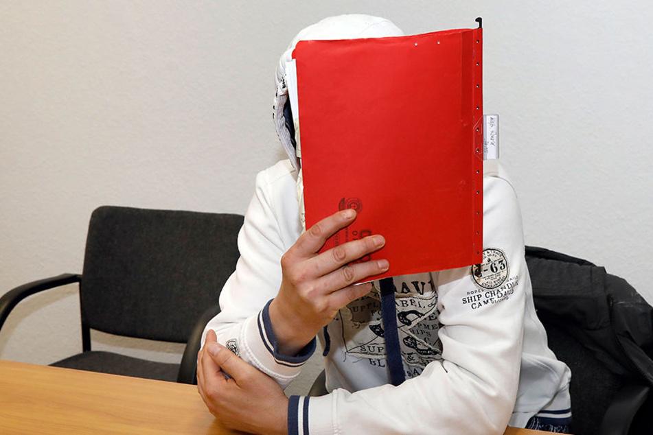 Alexander T. (37) soll zwei seiner Stiefkinder missbraucht haben. Außerdem  wird ihm die Vergewaltigung von Ex-Partnerinnen vorgeworfen.
