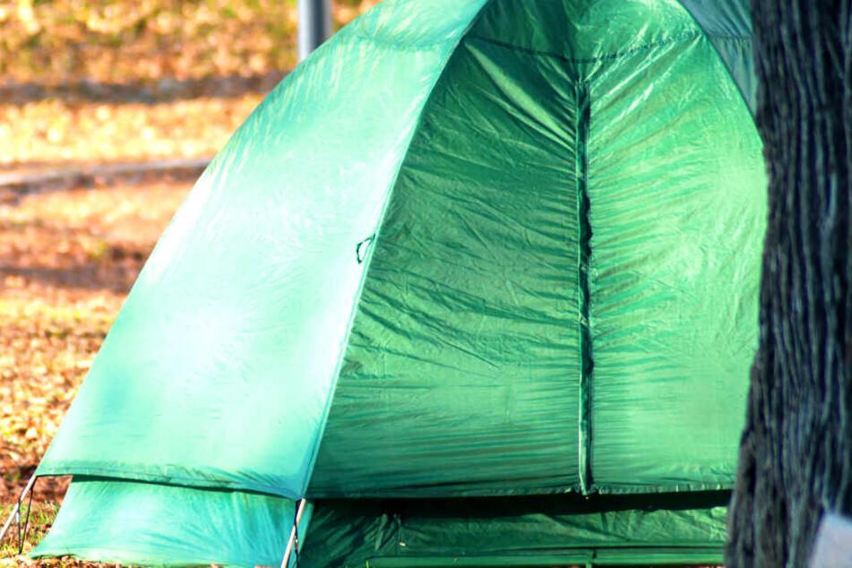 Am Mittwochabend hat in Berlin das Zelt eines Obdachlosen gebrannt (Symbolbild).