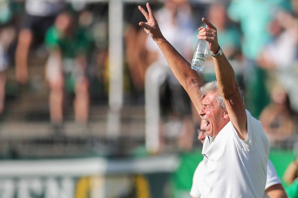 Erstmals ist die BSG Chemie Leipzig im DFB-Pokal. Und der Fünftligist schaltet einen Zweitligisten aus. In Runde zwei soll sich diese Sensation wiederholen. (Im Bild: Trainer Dietmar Demuth)