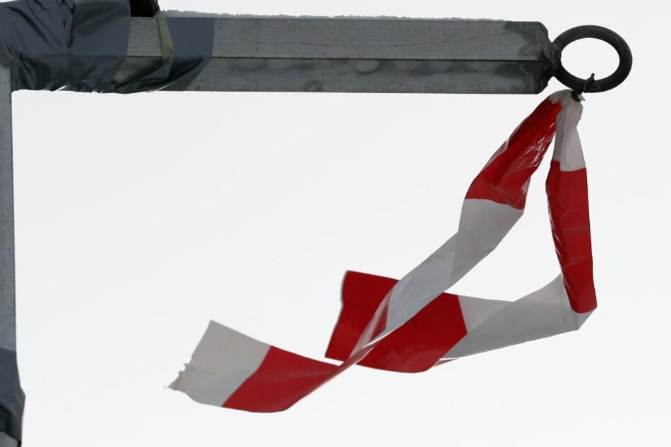 Ab den frühen Morgenstunden am Montag sind orkanartige Böen mit einer Windstärke von bis zu 120 km/h möglich.